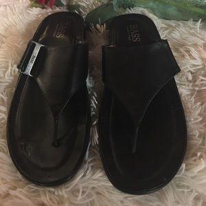 Bass - Blk/ leather flip flops. 🛥